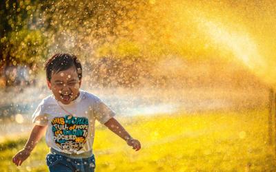 L'eau pour vos enfants : ses vertus et ses risques